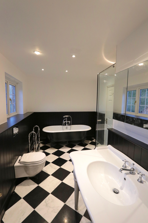 Templemore Close, Cambridge Master Bathroom